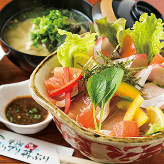 "Oshokuji dokoro Oonoya ""Kushima ikijime Buri puri donburi (rice bowl topped with freshly prepared yellowtail)"""
